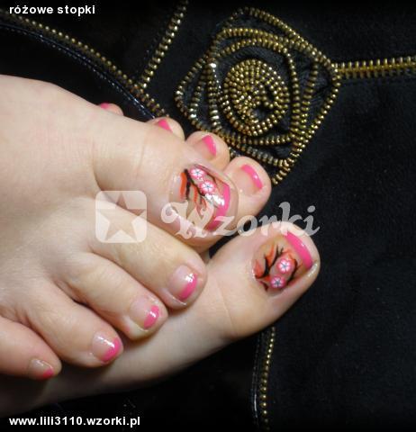 różowe stopki