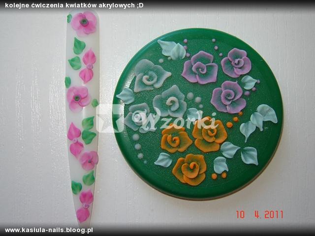 kolejne ćwiczenia kwiatków akrylowych ;D