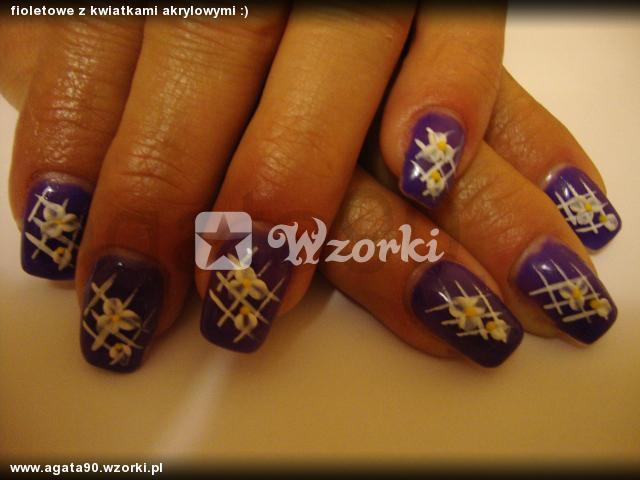 fioletowe z kwiatkami akrylowymi :)