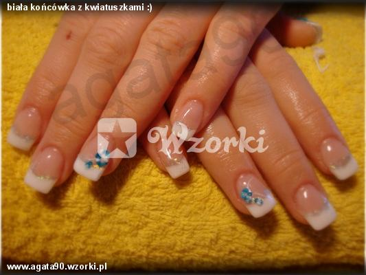 biała końcówka z kwiatuszkami :)