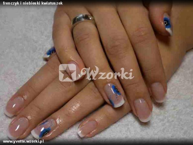 frenczyk i niebieski kwiatuszek