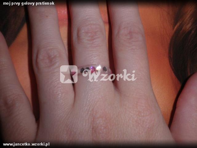 moj prvy gelovy prstienok