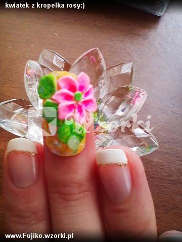 kwiatek z kropelka rosy:)
