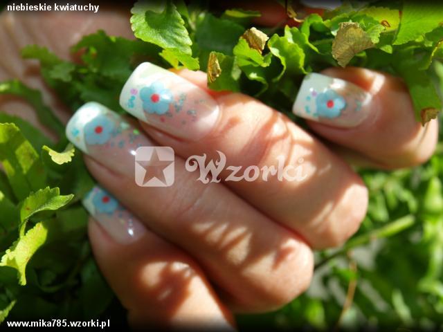 niebieskie kwiatuchy