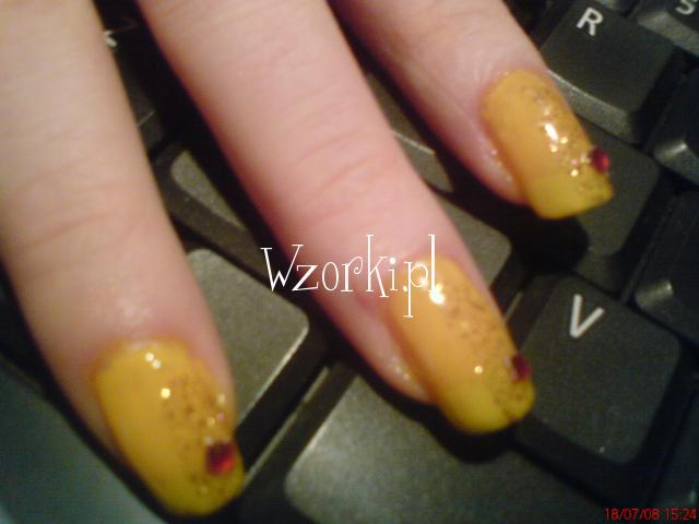 żółciutki paznokietki