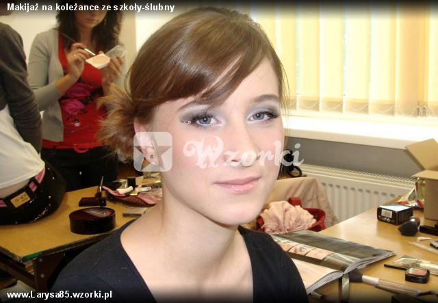 Makijaż na koleżance ze szkoły-ślubny