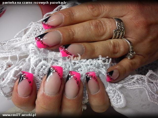 panterka na czarno rozowych pazurkach