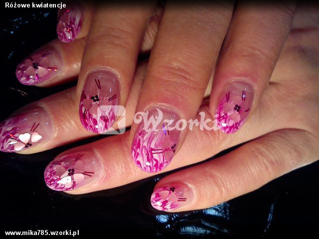 Różowe kwiatencje