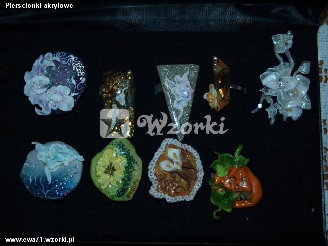 Pierscionki akrylowe
