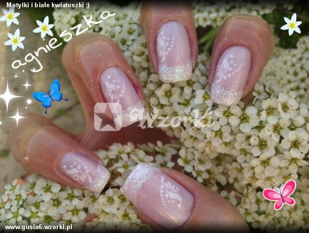 Motylki i białe kwiatuszki ;)