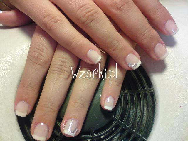 manicure z krysztalami