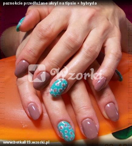 paznokcie przedłużane-akryl na tipsie + hybryda