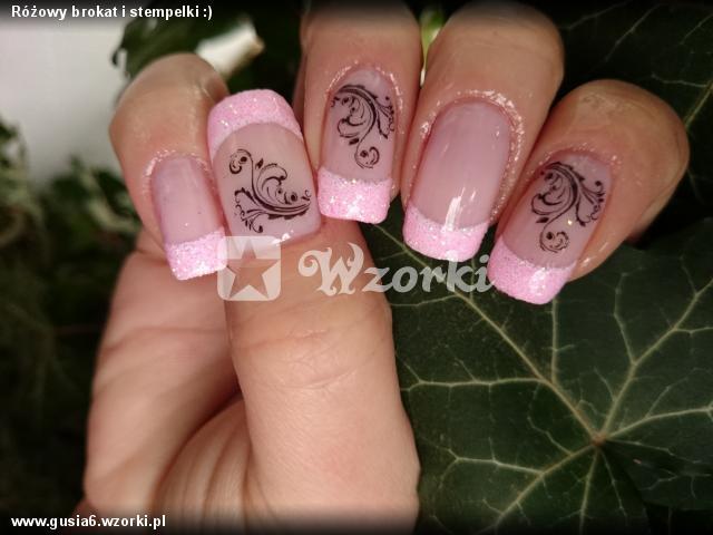 Różowy brokat i stempelki :)