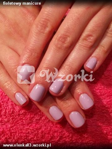 fioletowy manicure
