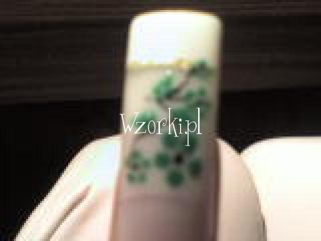 biały francuz z bukiecikieb zielonym