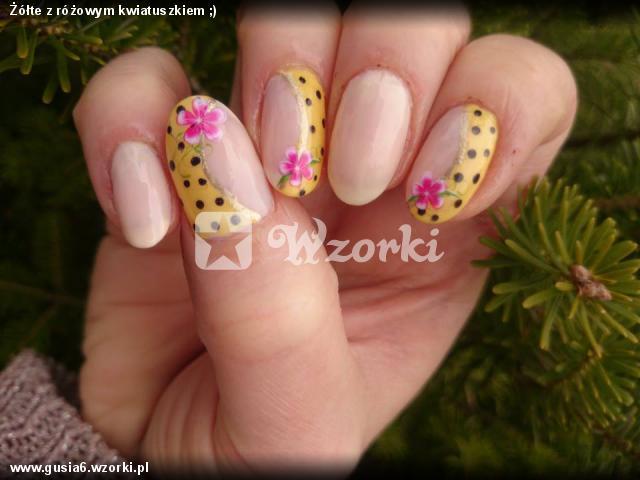 Żółte z różowym kwiatuszkiem ;)