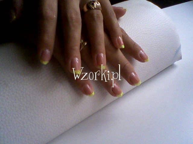 kolorowy french na naturalnej plytce paznokcia 2