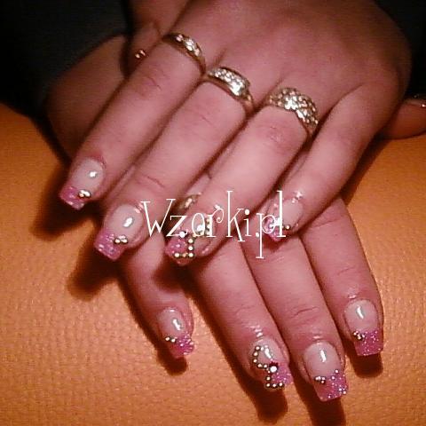 różowy brokat, złote perełki