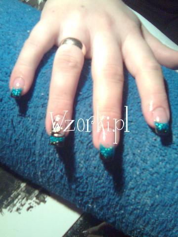 turkusowo czarne paznokcie