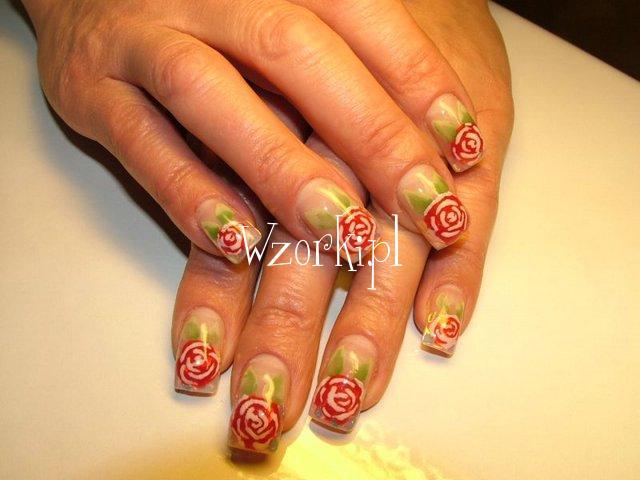 Róże na paznokciach