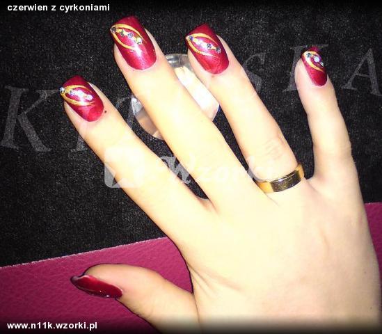 czerwien z cyrkoniami