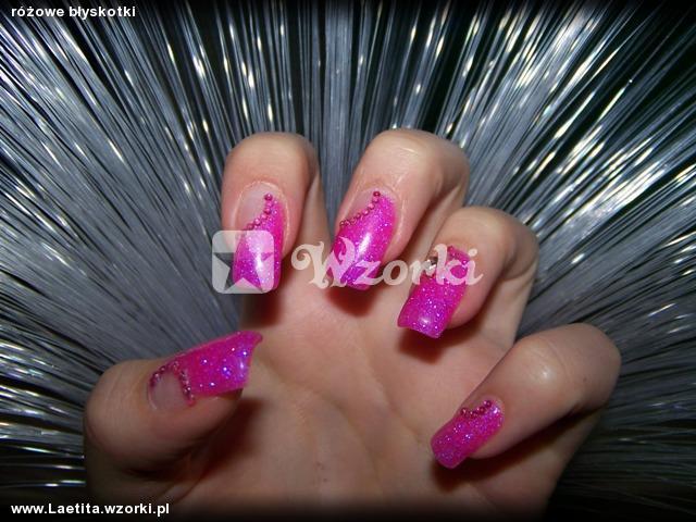 różowe błyskotki