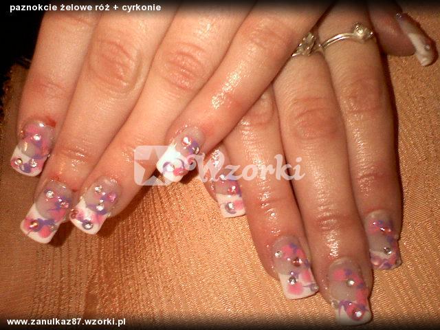 paznokcie żelowe róż + cyrkonie