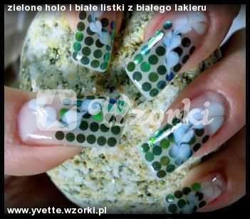 zielone holo i białe listki z białego lakieru