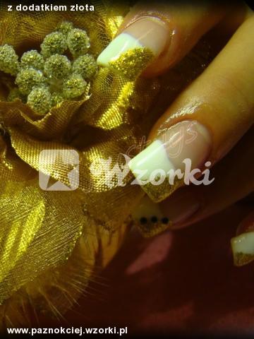 z dodatkiem złota