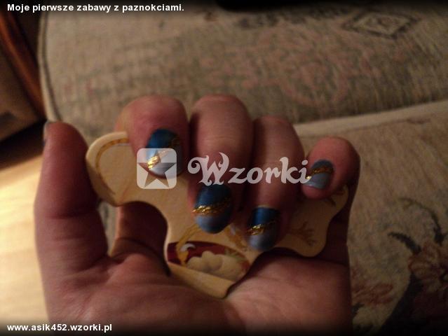 Moje pierwsze zabawy z paznokciami.